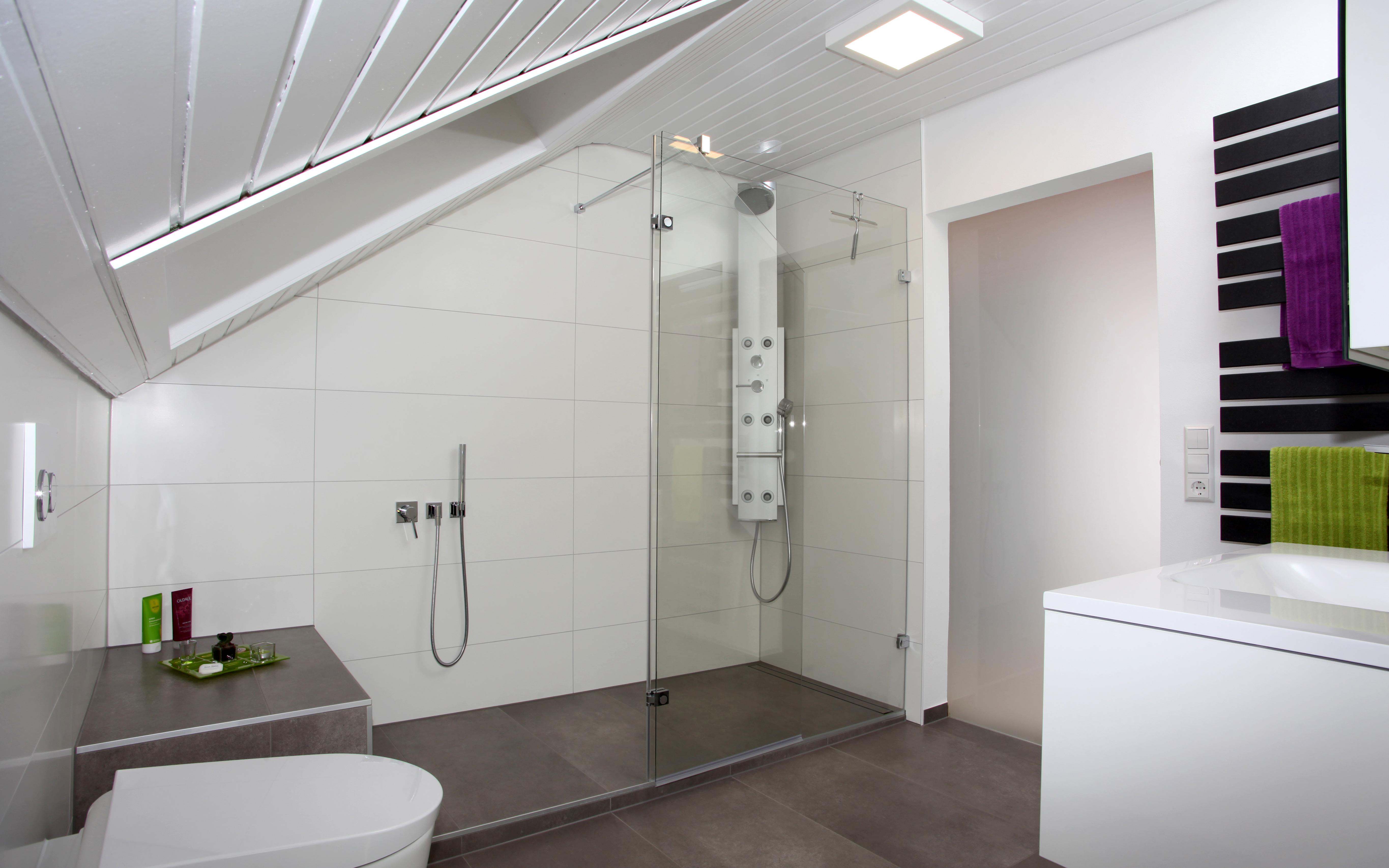 Moderner Badeinbau In Dachschräge In Schwäbisch Gmünd